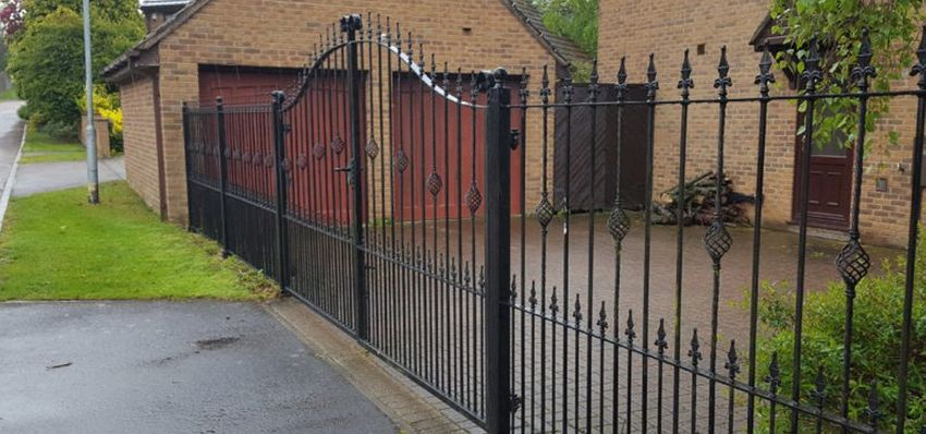 Different Advantages of Using Fabricated Metal Gates and Railing